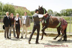 Мариус Шнайдер (с лошадью), Бент Брандеруп (крайний слева)
